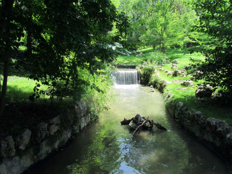 Parque del Oeste: An Urban Oasis